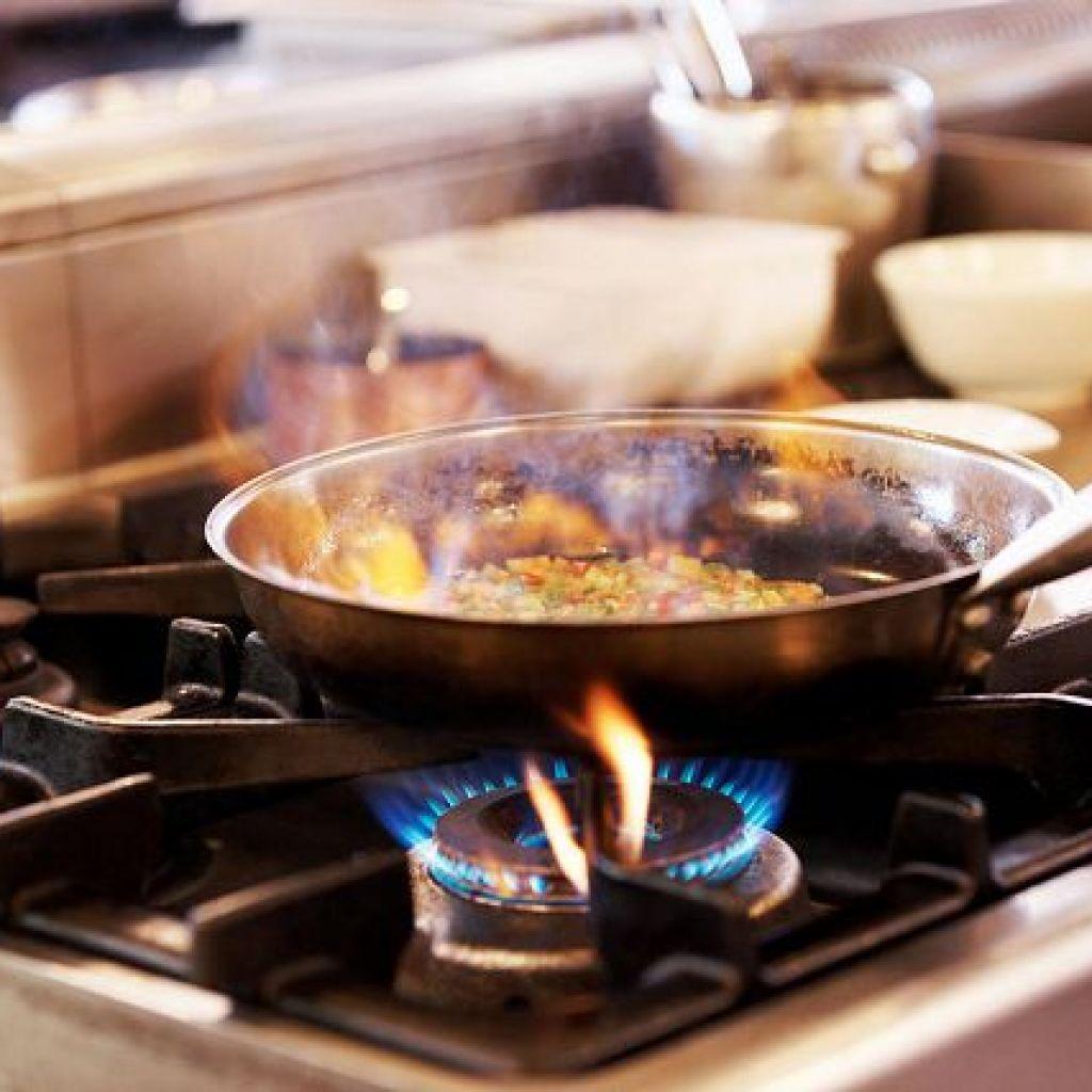 Убрать нагар на антипригарной или чугунной сковороде – «бабушкины» методы!