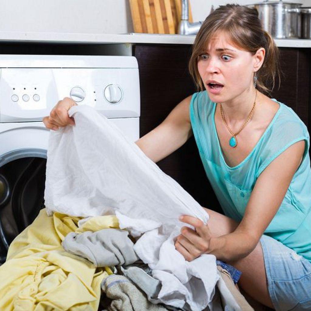 Выводим жирное пятно с одежды простыми способами – соль поможет!