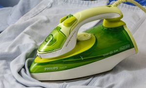 12 лучших способов очистки подошвы утюга