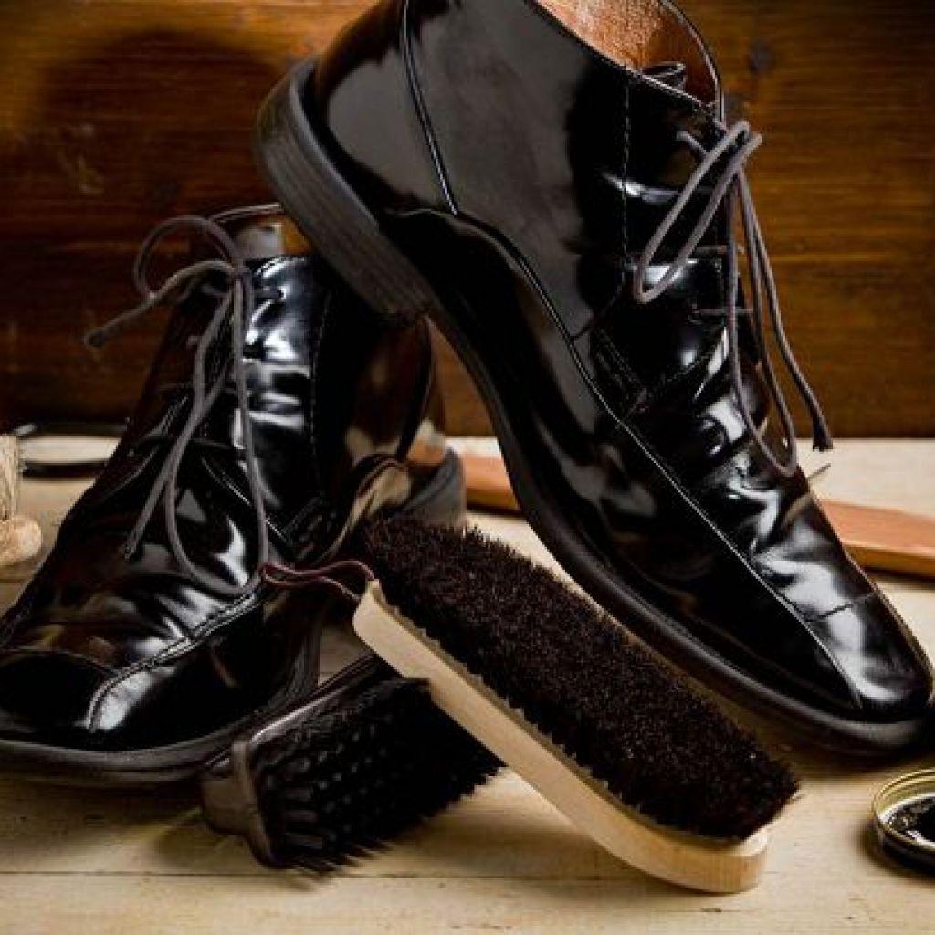 Уход за лаковой обувью