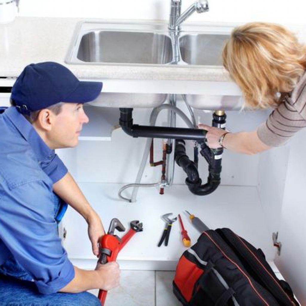 Пробитие раковины на кухне механическими и подручными средствами