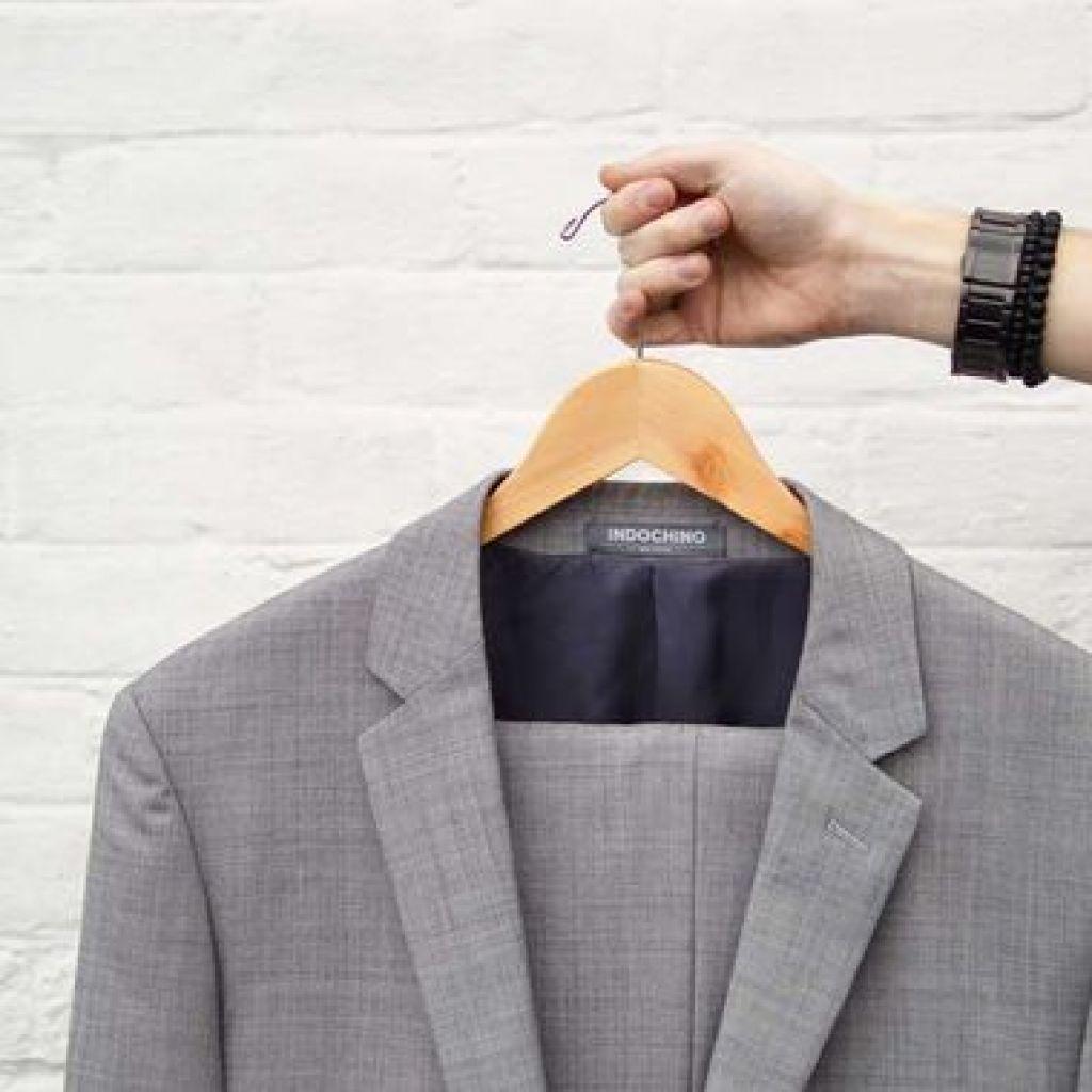 Подробно о чистке пиджака в домашних условиях – все секреты!