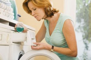 kak stirat palto v stiralnoj mashine avtomat 06 300x200 - Вы испачкали пальто: как стирать его в стиральной машине-автомат?