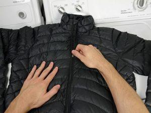 kak stirat puhovik 02 300x225 - Советы: как стирать пуховик в машинке и вручную и не испортить