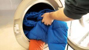 kak stirat puhovik 03 300x169 - Советы: как стирать пуховик в машинке и вручную и не испортить