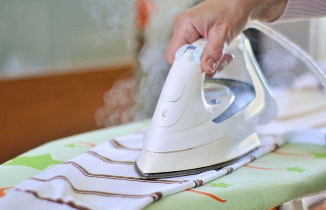Как почистить подошву утюга