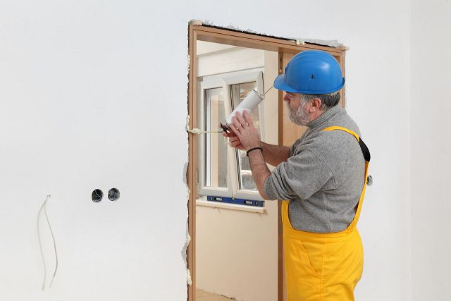 Картинки по запиту монтажної піни двері