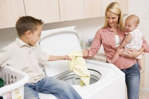 Чем стирать детские вещи