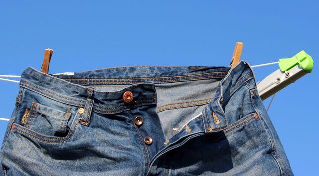 Как постирать джинсы вручную