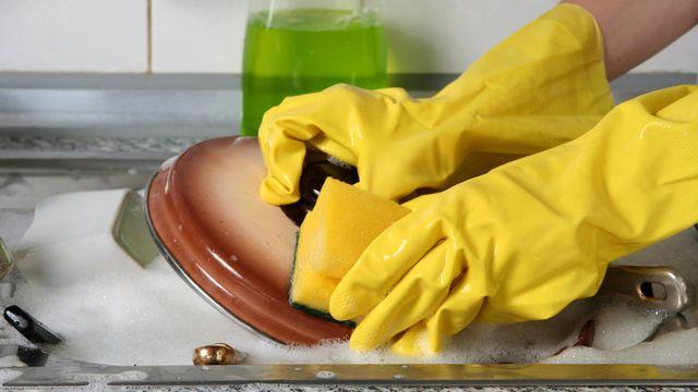 Как почистить кастрюлю