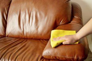 Как почистить кожаную мебель