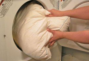 Как постирать пуховую подушку