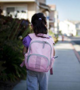 Ребенок с рюкзаком