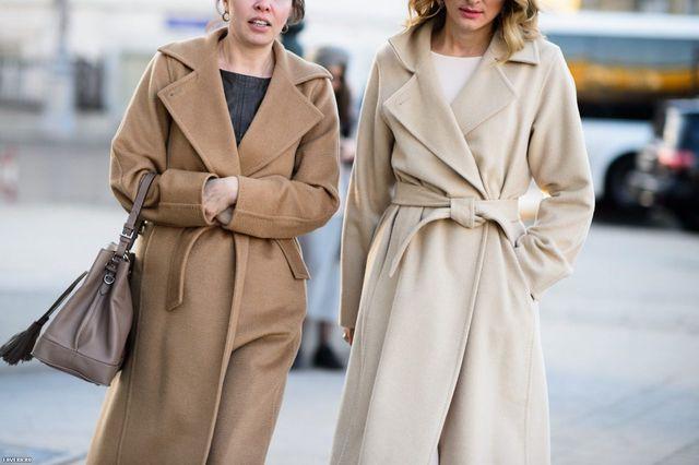 Девушки в шерстяном пальто